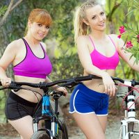 Karla Kush & Penny Pax – Tearing It Up outdoors